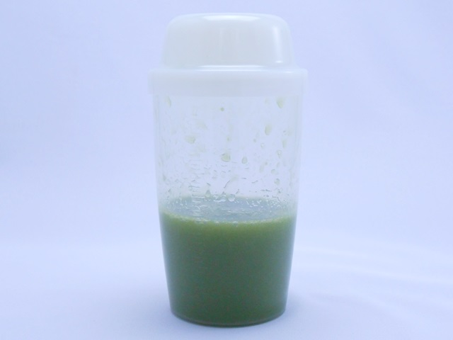 イデアグリーンベリースムージーダイエット160酵素MIXが入ったシェイカー