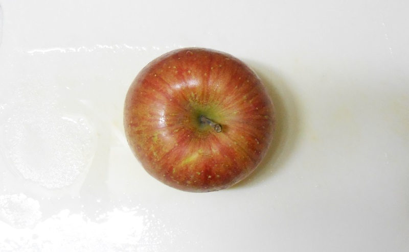 皮ごと食べるりんごの切り方