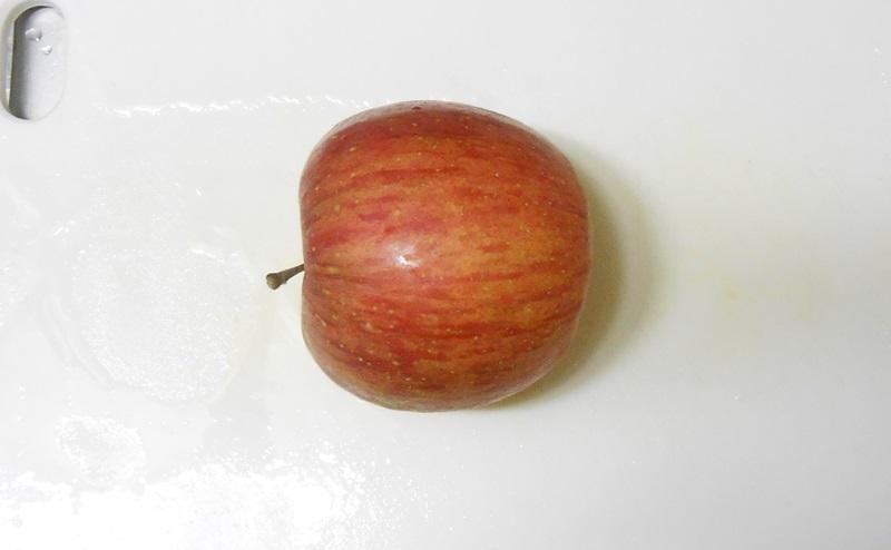 りんごを真横におく