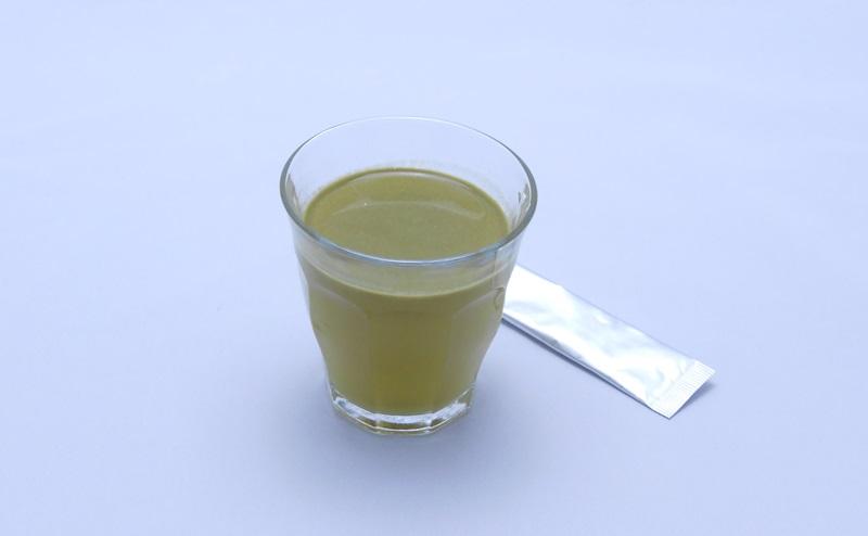 めっちゃたっぷりフルーツ青汁の水割り