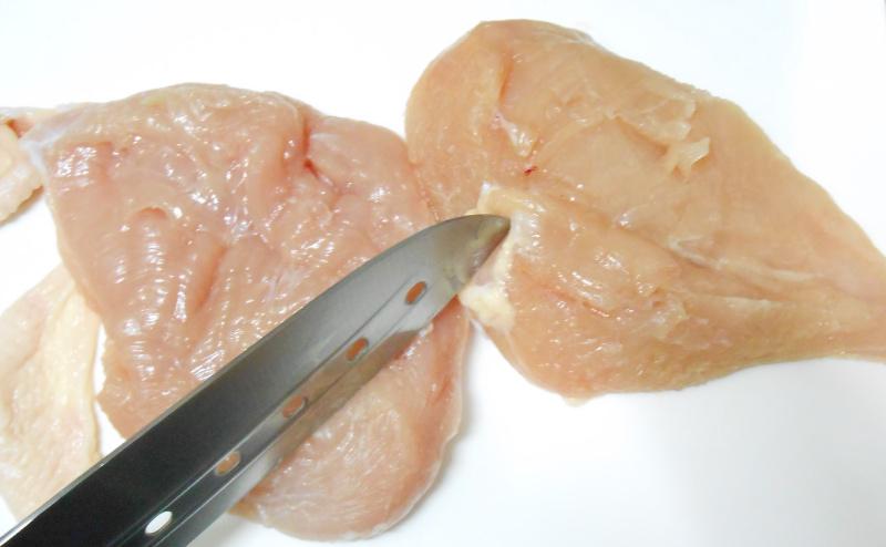 胸肉の筋を肉掃除