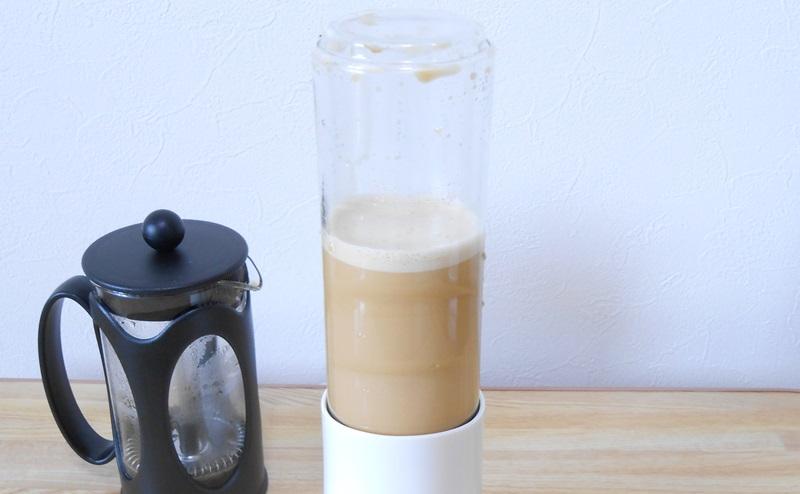 ミキサーにかけてバターコーヒー(完全無欠コーヒー)の完成
