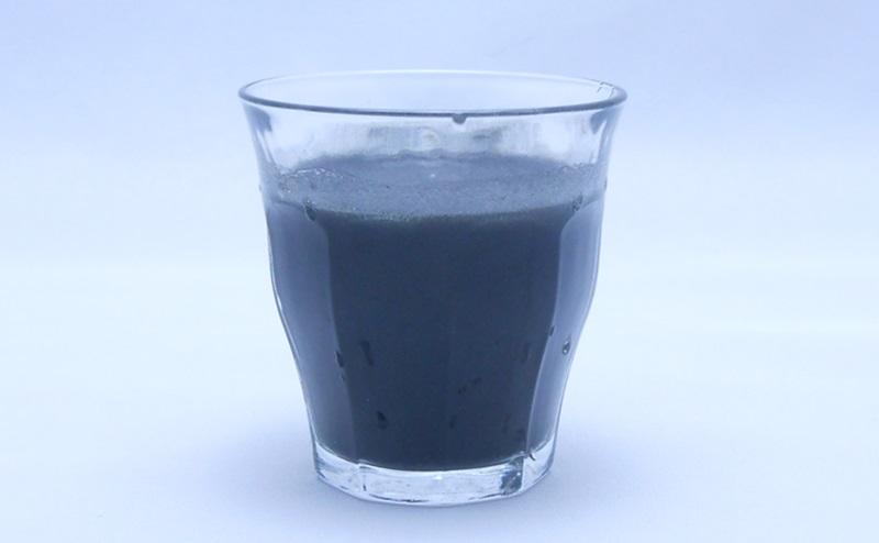 KUROJIRUの水割りを入れたグラス