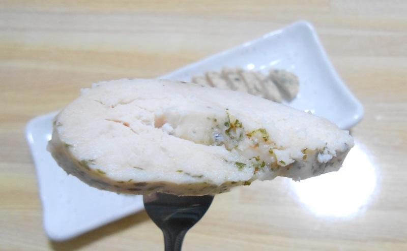 【ローソン】サラダチキンハーブ味を食べる