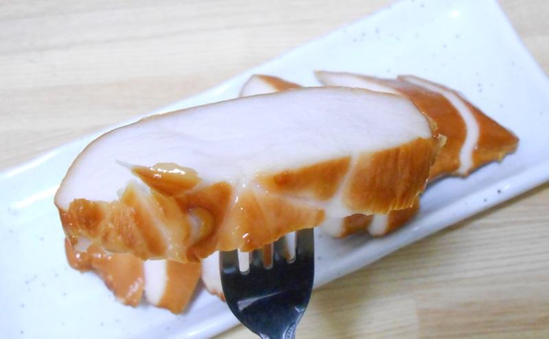 【ローソン】サラダチキンスモーク味を食べる