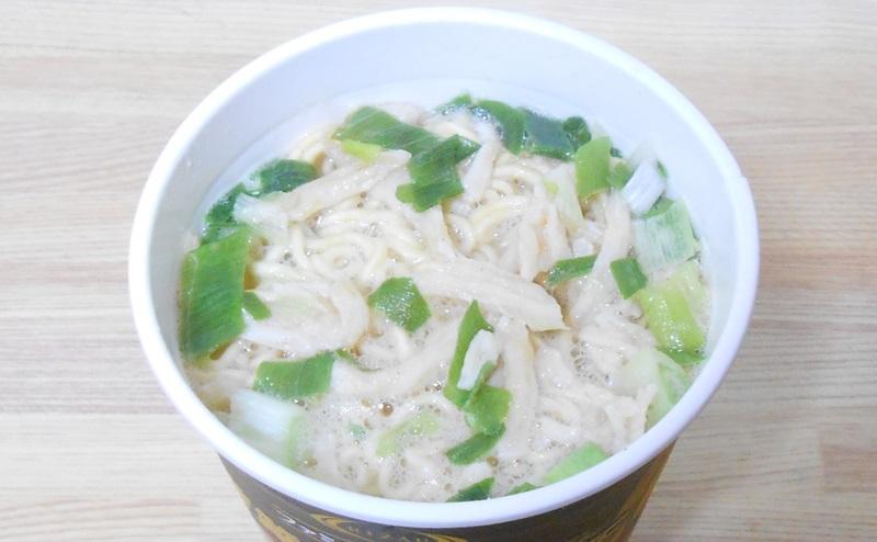 【ファミリーマート】RIZAP 糖質50%OFF 生姜香る鶏白湯ラーメンの評価