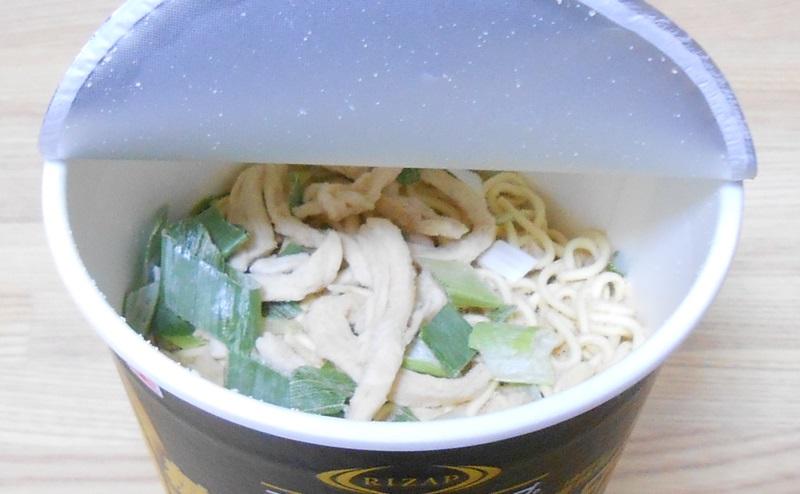 【ファミリーマート】RIZAP 糖質50%OFF 生姜香る鶏白湯ラーメンの乾麺