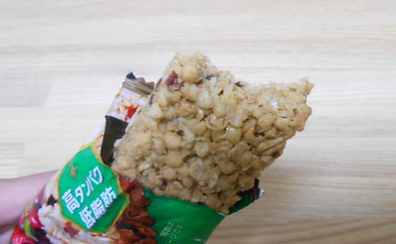 【森永製菓】inバープロテイン グラノーラを食べる