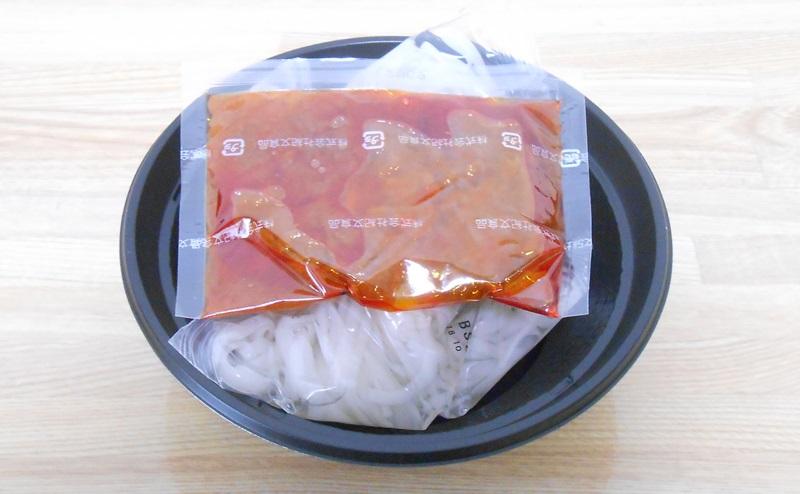 【ファミリーマート】RIZAP 糖質0g麺汁なし担々麺風の内容量