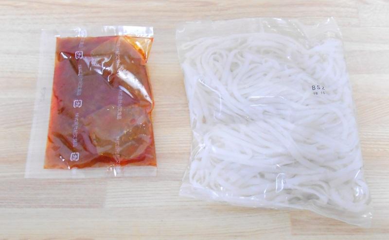 【ファミリーマート】RIZAP 糖質0g麺汁なし担々麺風の添付タレとおから麺