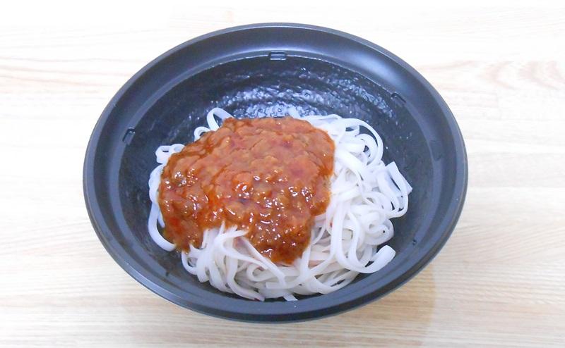 【ファミリーマート】RIZAP 糖質0g麺汁なし担々麺風の完成