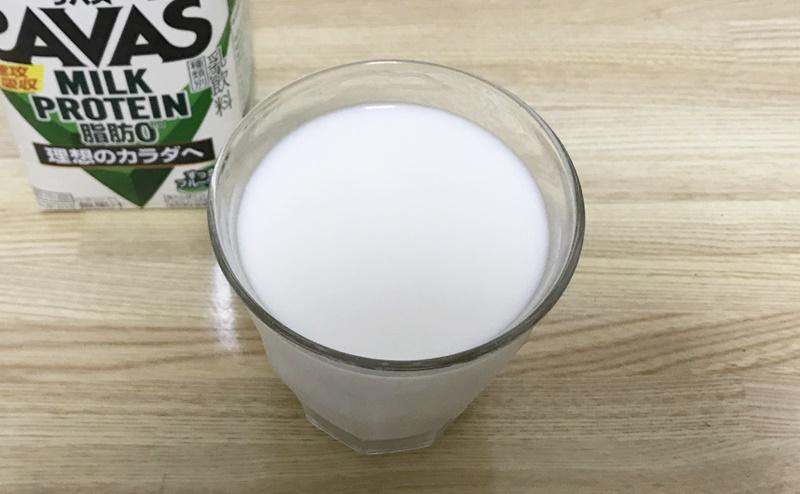 【ザバス】ミルクプロテインすっきりフルーティーを飲む
