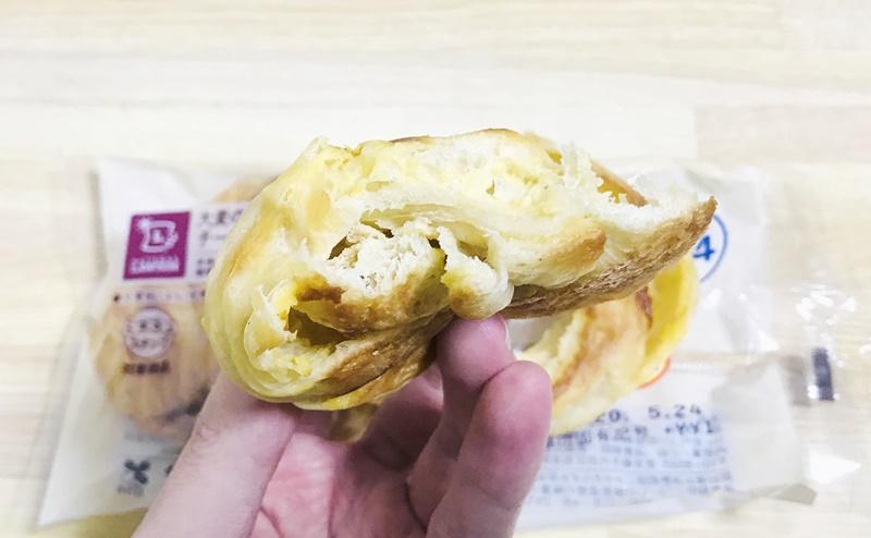 【ローソン】大麦のチーズデニッシュの断面