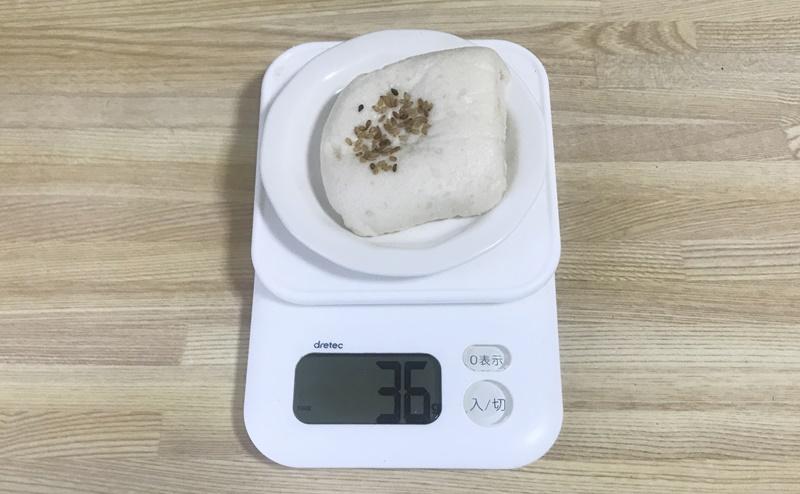 ローソン | 糖質オフのしっとりパン サラダチキン柚子胡椒の重さは約36g