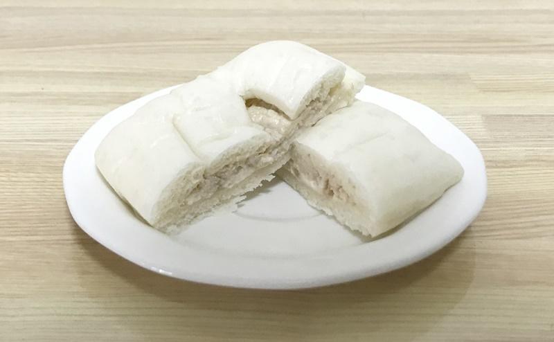 ローソン   糖質オフのしっとりパン 和風ツナの断面