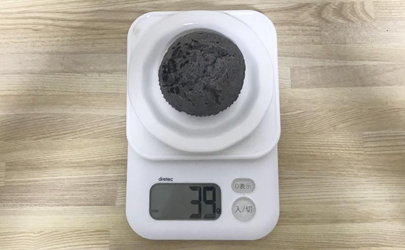 【ローソン】もち麦の蒸しぱん 黒ごま 2個入の重さ